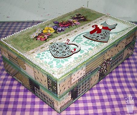 Caixa porta bijus com suportes