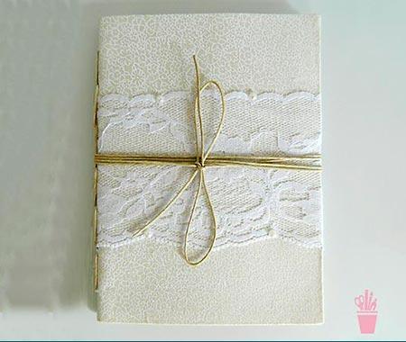 Caderneta personalizada com renda