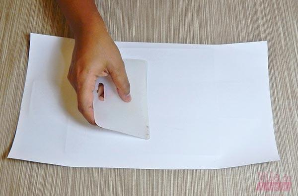 Cole o papel branco