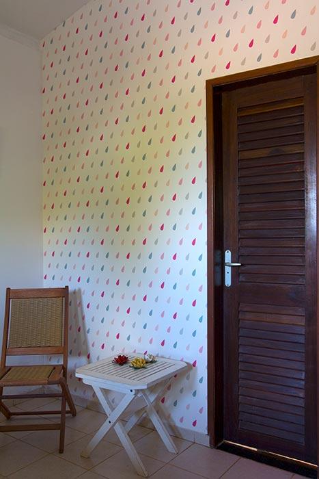 Papel de parede aplicado em forro com ângulo