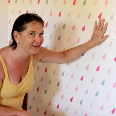Como instalar papel de parede autoadesivo
