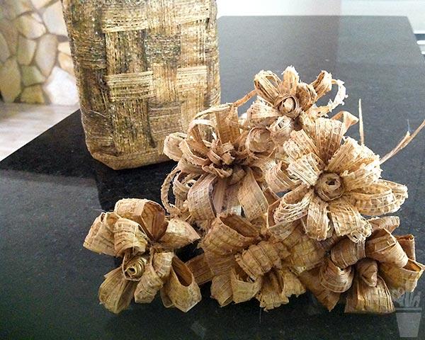 Flores em fibra de bananeira