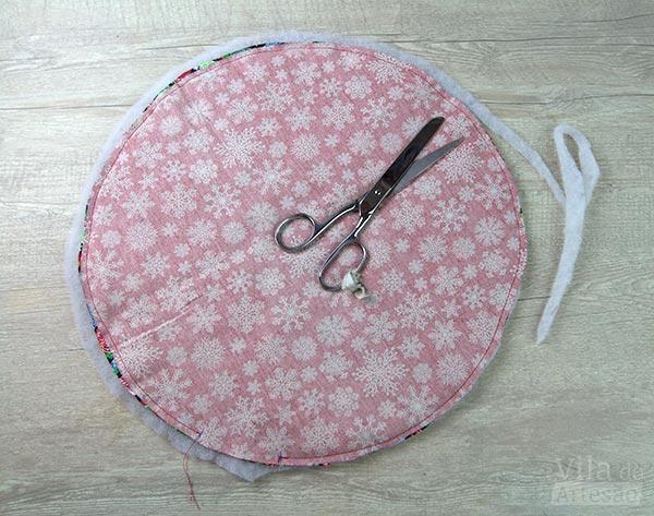 Costure a borda das cestas de tecido