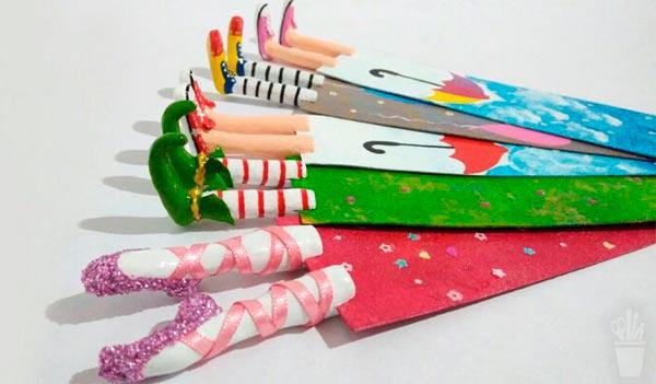 Marcadores de livro em papel machê