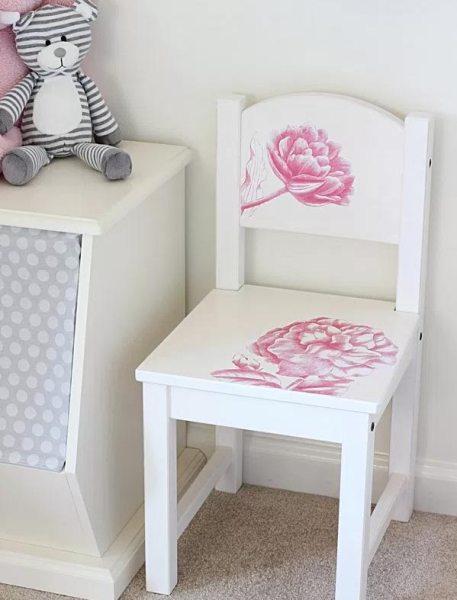 Renove as cadeiras com gravuras