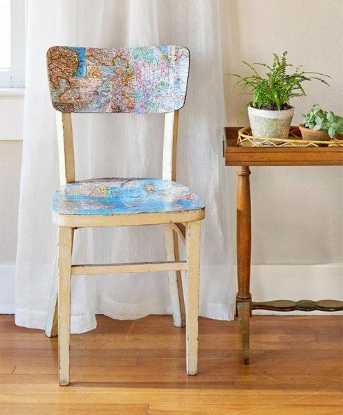 Decore as cadeiras com mapas