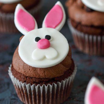 Cupcake de chocolate para a páscoa