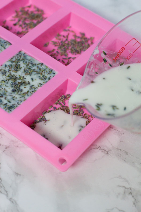 Formas e moldadores em silicone são os mais usados na saboaria artesanal