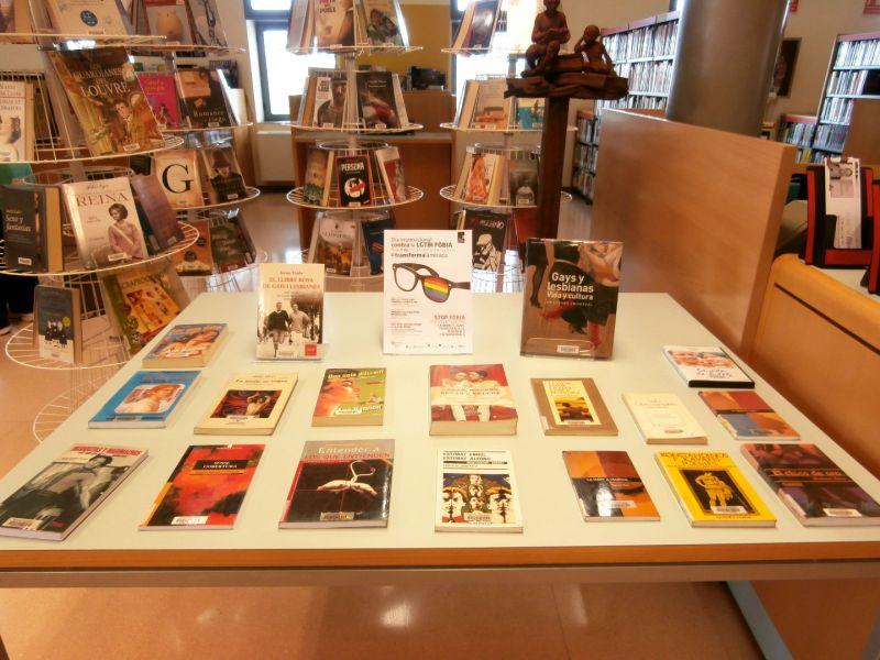 Exposicio-LGTBI-a-la-Biblioteca-maig-2016.jpg