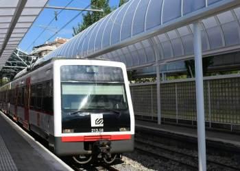 Tren a estacio abr20