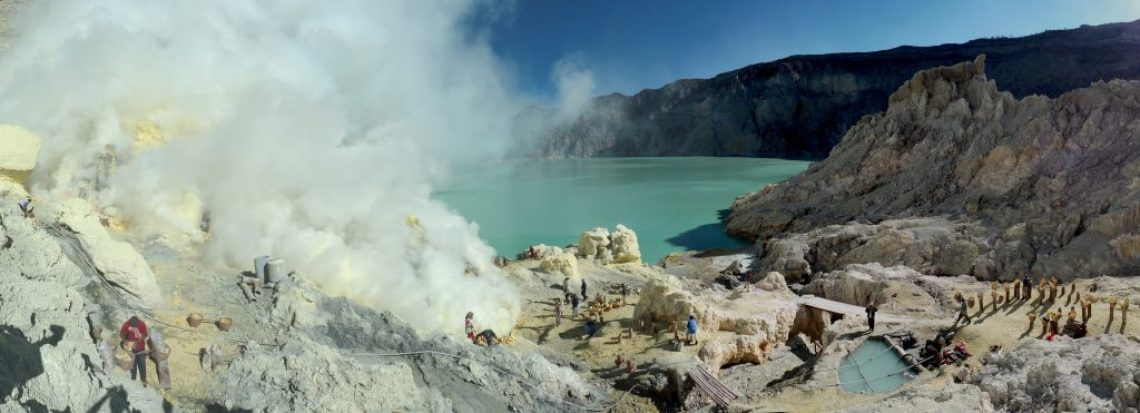 Sulfur mining in Kawah Ijen - Indonesia - 20110608 (Wikipedia)