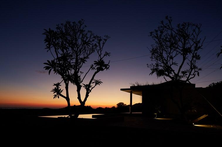 villa-arun-bali-pool-view-night-04