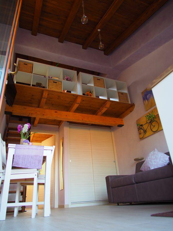 camera glicine - vista dal basso
