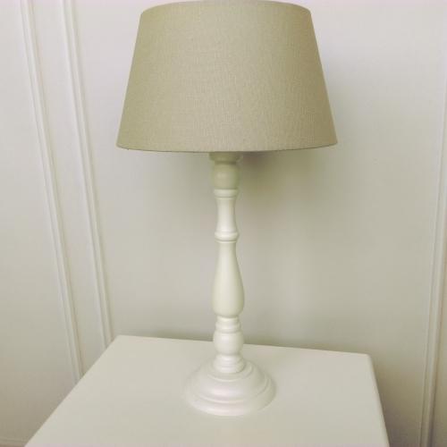 Biala Drewniana Lampa Do Sypialni Blog Villadecor