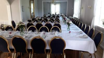 Dekket bord til 90 personer villa elverhøy_