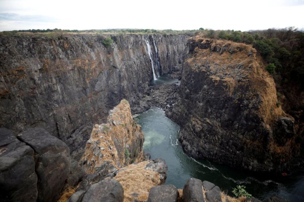 全球水流量最大的維多利亞瀑布面臨全面乾涸危險,舉世震驚…!