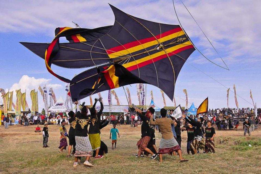 印尼峇里夏日之風吹起,雖然節慶取消,遊客不來, 但風箏仍在飛翔⋯⋯