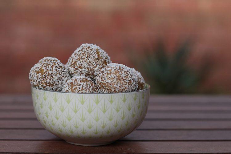 Jingle Balls:  A Sweet n Healthy Holiday Recipe