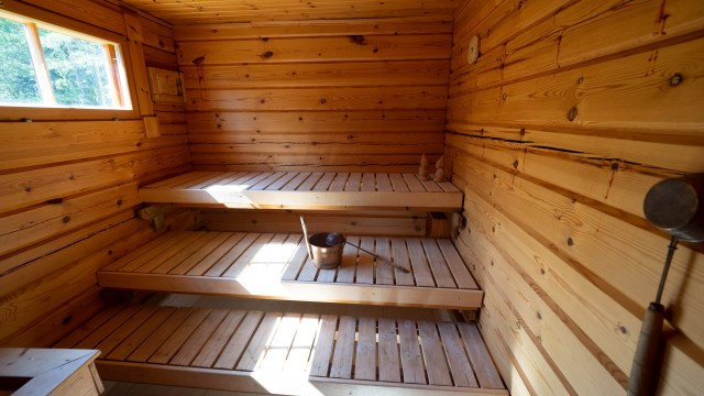 Villa Mustikka. Iso oma sähkösauna. Electric sauna.