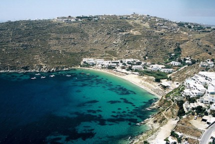 The cosmopolitan Psarou beach in Mykonos