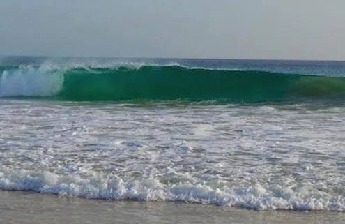 Wave on Maio beach