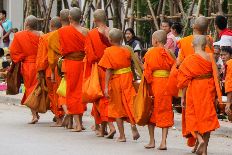 Must-see of Luang Prabang - alms giving