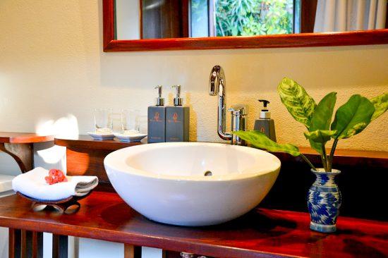 Bathroom Heritage room - Villa Maydou Boutique Hotel, Luang Prabang