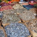 Gedroogde vis op de markt
