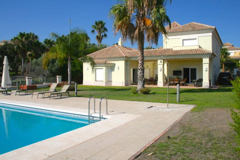 Detached Villa in Santa Clara Golf resort – 1,275,000 euros