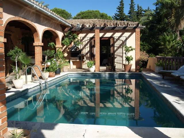 Las Brisas Villa for Sale 5 Bedrooms – 850,000 euros