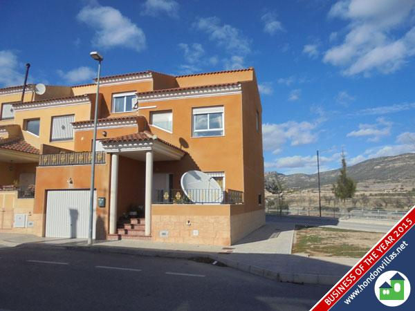 512 La Romana – End Town House
