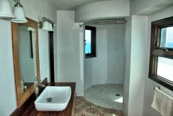 Circular Shower in Master Suite