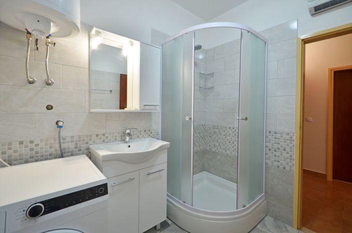 villa-tomislav-apartment1-bathroom-02
