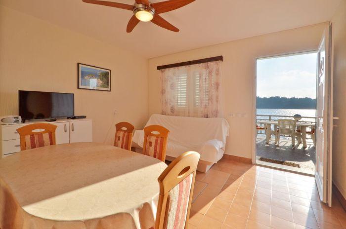 villa tomislav apartment1 livingroom 01