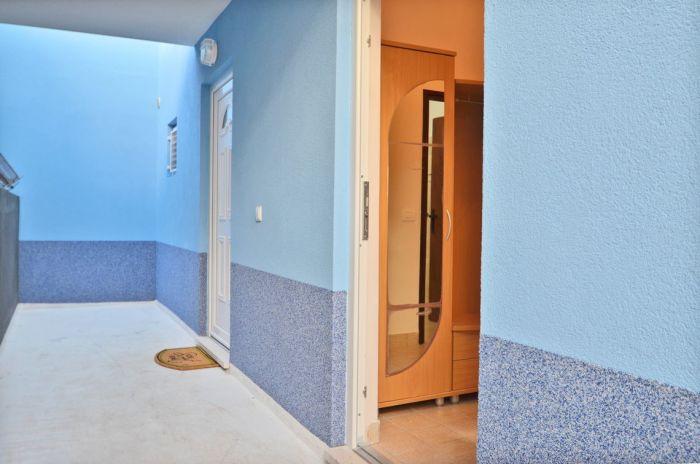 villa tomislav apartment2 entrance 03