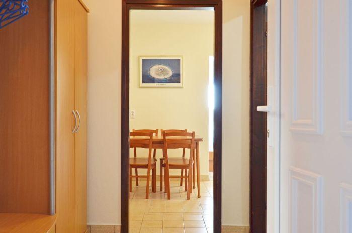 villa tomislav apartment2 entrance detail 01