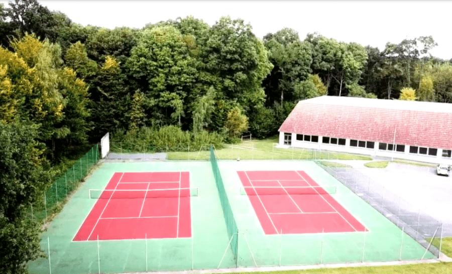 Cours de tennis à Conty