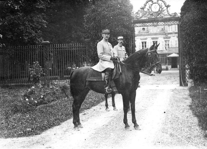 le gnral humbert en 1916 au chteau daramont - Chateau D Aramont Verberie Mariage