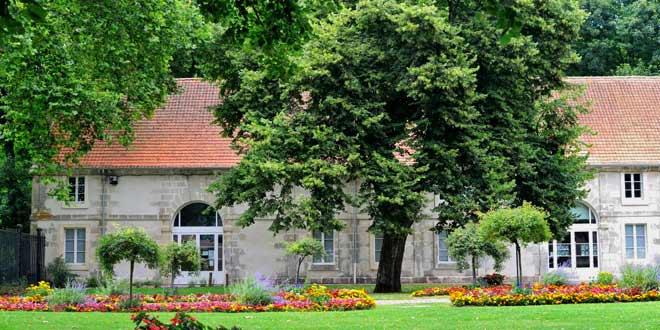 Maison des Jeunes et de la Culture au château d'Aramont