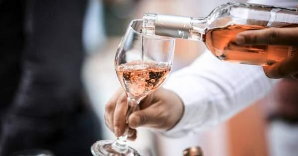 Comprendre comment le rosé est fait vous permettra de choisir un bon vin rosé