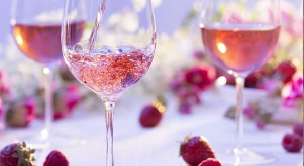 Préparer une fête avce pour thème le vin rosé