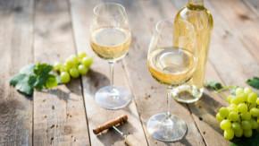 Les chercheurs ont montré que le vin blanc possède sa propre liste de produits chimiques et d'antioxydants bénéfiques pour la santé, qui le distingue du vin rouge.
