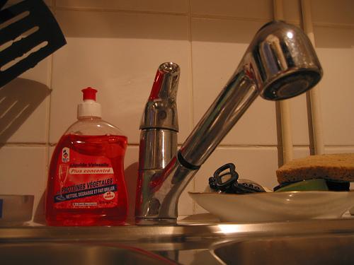 recette de liquide vaisselle comment le rendre plus efficace. Black Bedroom Furniture Sets. Home Design Ideas