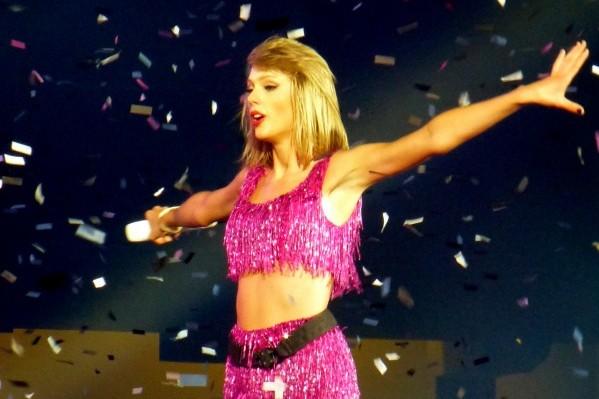 Taylor Swift la gran ganadora de los premios MTV