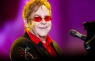 Elton John critica la broma de los cómicos rusos