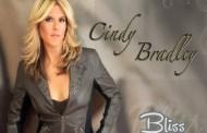 Cindy Bradley consigue el #1 en Smooth Jazz con Button legs