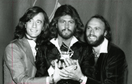 Stayin' alive- Bee Gees (1977)