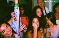 'New Rules' de Dua Lipa, canción número 17 en superar los 1.000 millones de reproducciones, en Spotify