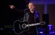 Neil Diamond anuncia su retiro de los escenarios, tras serle diagnosticado Parkinson