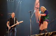 Taylor Swift sube al escenario a Bryan Adams, para hacer una vibrante interpretación de 'Summer of '69'